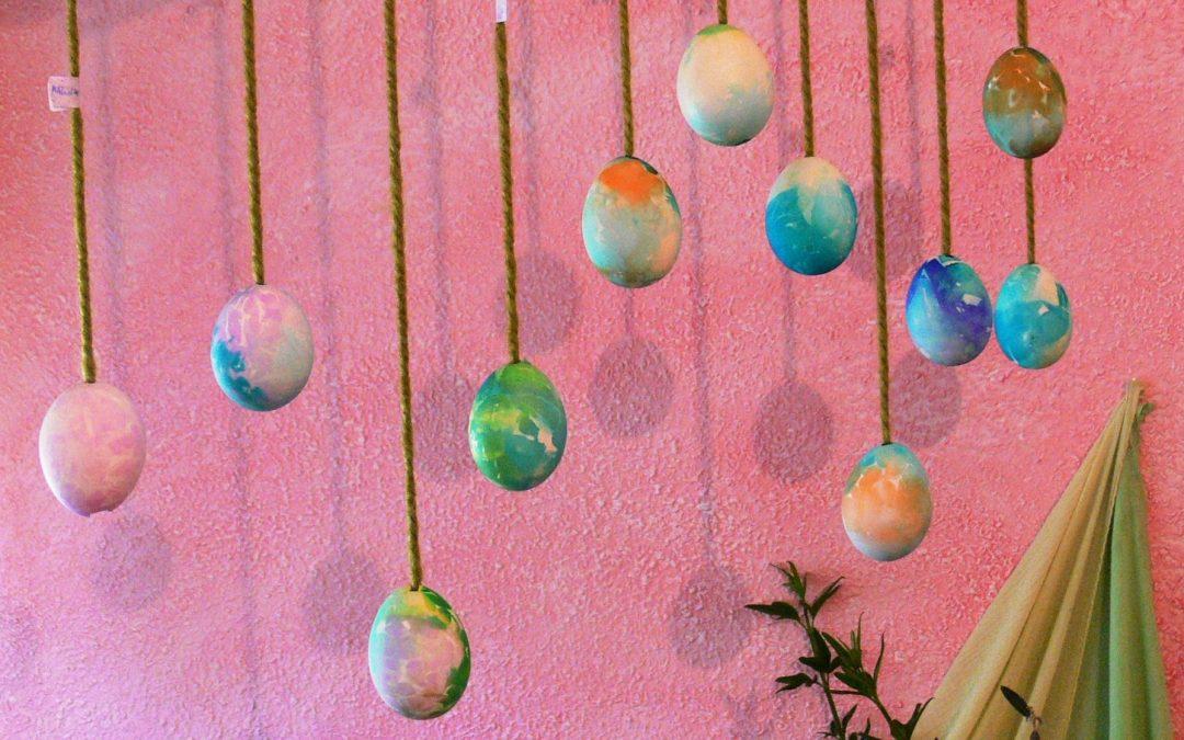 Haciendo huevos de Pascua